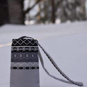 Kaihlalahti Clothing Uusi Suomussalmi -kuosinen kännykkäpussi