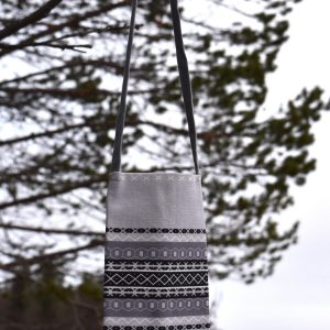 Kaihlalahti Clothing Uusi Suomussalmi -kuosinen kännykkäpussi pieni kuvio