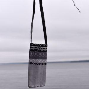 Kaihlalahti Clothing Kännykkäpussi Uusi Suomussalmi iso kuvio
