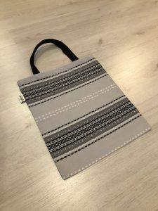 Kaihlalahti Clothing Uusi Suomussalmi kuosi laukku pienellä kuviolla